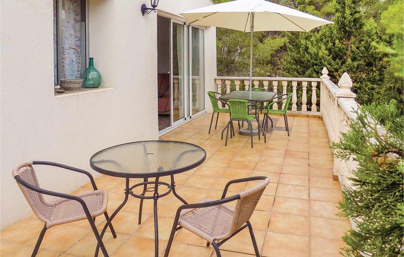 Nice home in Turis with 3 Bedrooms (EBV038), location de vacances à Turis