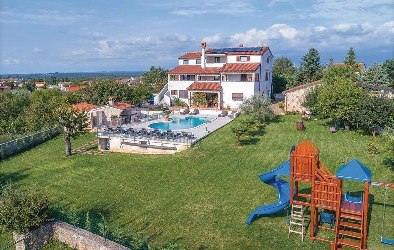 Nice home in Rovinjsko Selo with Jacuzzi, WiFi and 0 Bedrooms (CIV456), alquiler vacacional en Rovinjsko Selo