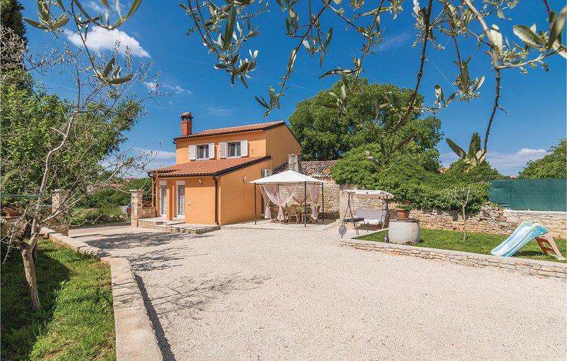 Stunning home in Rovinjsko Selo with WiFi and 2 Bedrooms (CIV532), alquiler vacacional en Rovinjsko Selo
