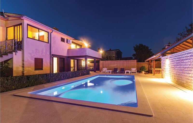 Beautiful home in Marcana with WiFi and 3 Bedrooms (CIR061), holiday rental in Marcana