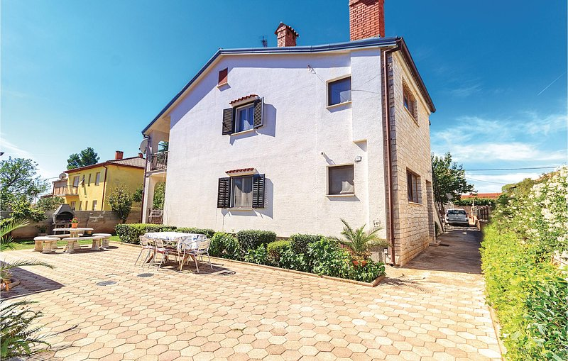 Amazing home in Sisan with WiFi and 3 Bedrooms (CIZ192), alquiler de vacaciones en Sisan