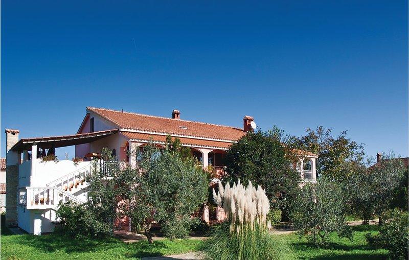 Stunning home in Liznjan with WiFi and 2 Bedrooms (CIZ276), alquiler de vacaciones en Sisan