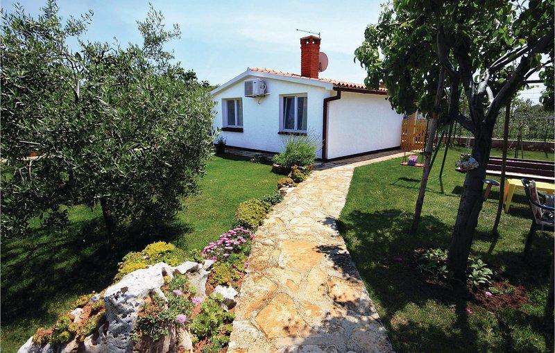 Nice home in Liznjan with WiFi and 2 Bedrooms (CIZ195), alquiler de vacaciones en Sisan