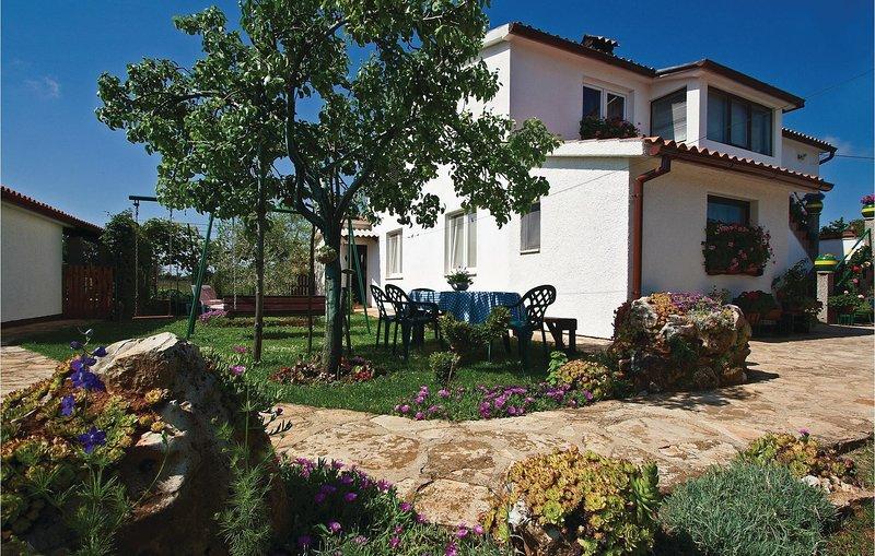 Nice home in Liznjan with WiFi and 1 Bedrooms (CIZ265), alquiler de vacaciones en Sisan