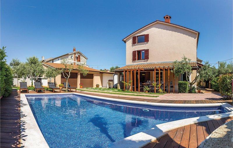 Nice home in Pula with WiFi and 4 Bedrooms (CIZ356), alquiler de vacaciones en Sisan
