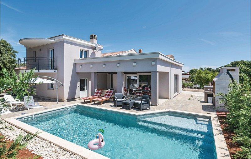 Amazing home in Sisan with WiFi and 4 Bedrooms (CIZ336), alquiler de vacaciones en Sisan