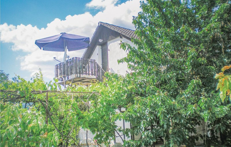 Stunning home in Vonyarcvashegy w/ WiFi and 1 Bedrooms, casa vacanza a Vonyarcvashegy