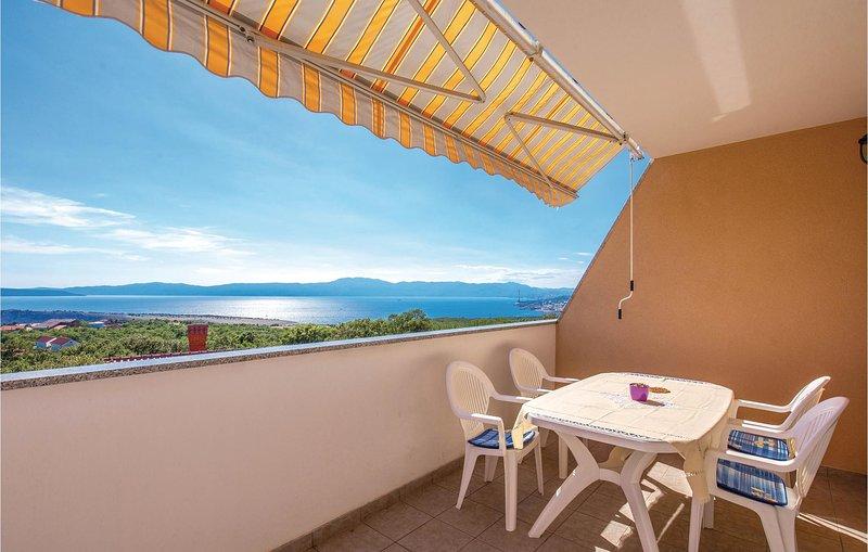 Stunning home in Smrika with WiFi and 1 Bedrooms (CKA032), aluguéis de temporada em Smrika