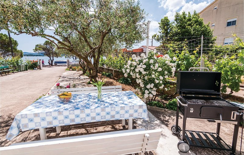 Stunning home in Turanj with 3 Bedrooms (CDN509), casa vacanza a Turanj