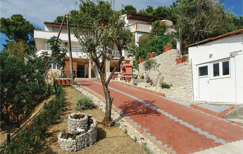 Awesome home in Vlasici with WiFi and 1 Bedrooms (CKP589), location de vacances à Vlasici