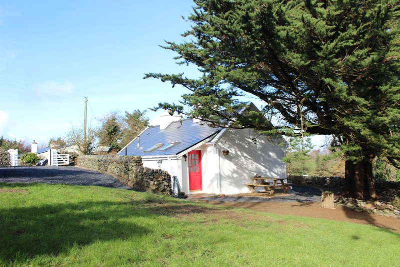 Newly renovated cottage at the foot of Croagh Patrick – semesterbostad i County Mayo