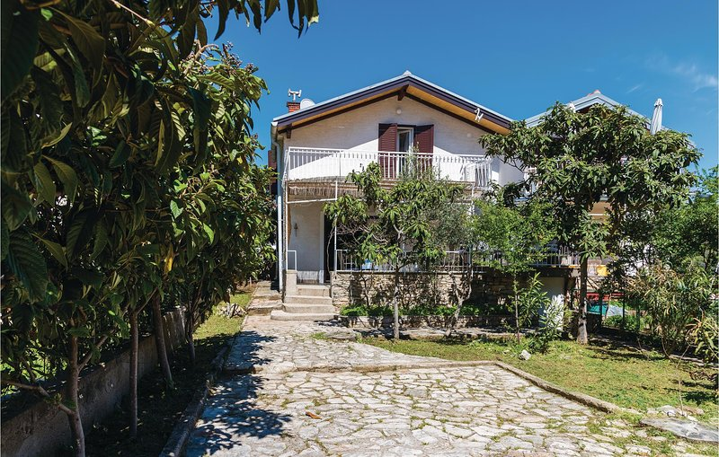 Amazing home in Sibenik with WiFi and 3 Bedrooms (CDJ149), holiday rental in Jadrija