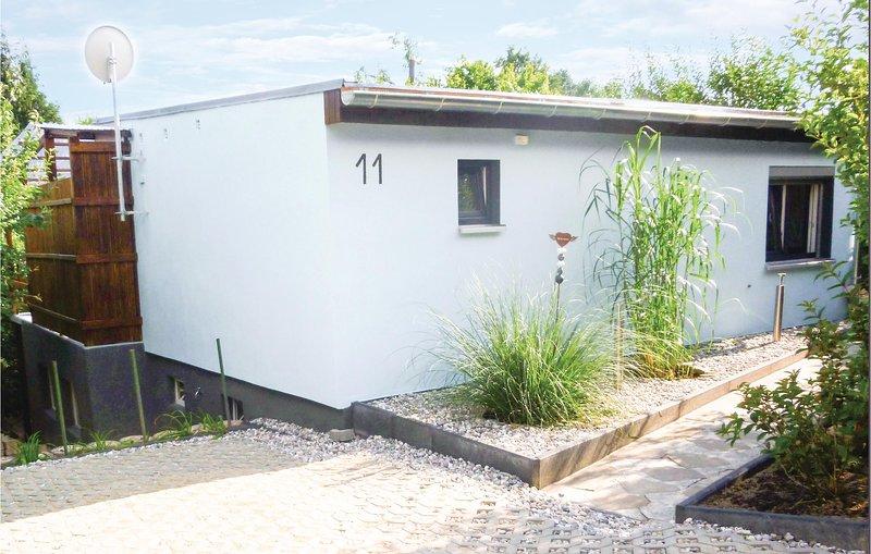 Stunning home in Klein Nemerow with 1 Bedrooms (DMV125), aluguéis de temporada em Neubrandenburg