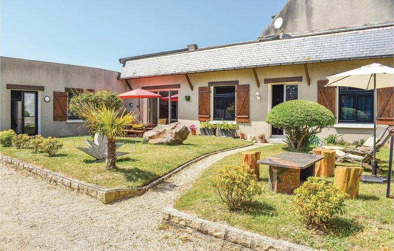 Amazing home in Santec with WiFi and 3 Bedrooms (FBF225), location de vacances à Santec