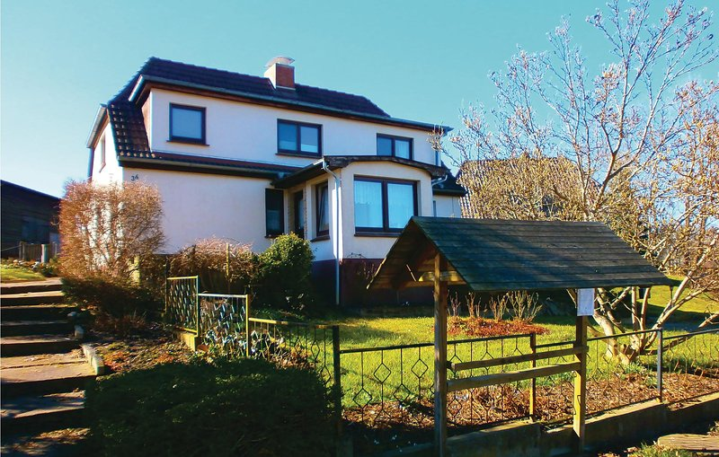 Awesome home in Blankenhagen with 2 Bedrooms (DMV114), casa vacanza a Gelbensande