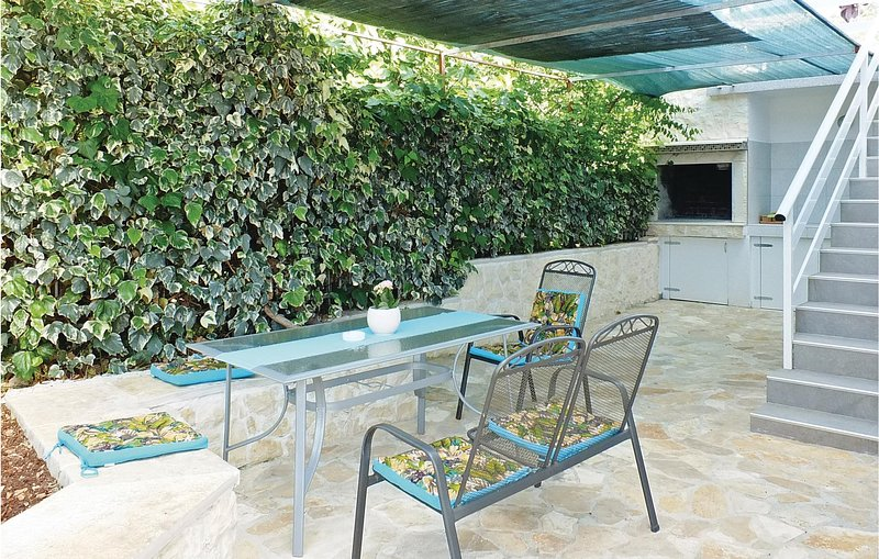 Awesome home in Poljica with WiFi and 2 Bedrooms (CDF123), casa vacanza a Poljica