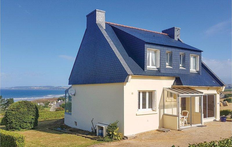 Nice home in Plomodiern w/ 3 Bedrooms (FBF274), location de vacances à Plonevez-Porzay