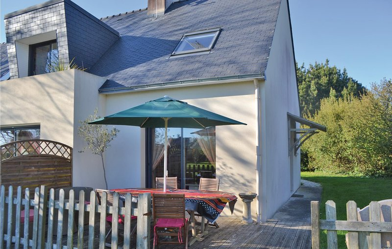 Awesome home in Plomeur with 2 Bedrooms (FBF279), alquiler vacacional en Plomeur