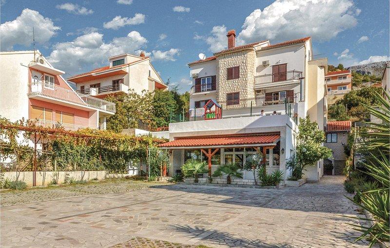 Stunning home in Podstrana with WiFi and 1 Bedrooms (CDF160), alquiler de vacaciones en Jesenice