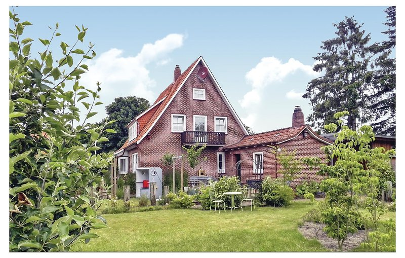 Stunning home in Cadenberge with Sauna, WiFi and 3 Bedrooms (DNS156), holiday rental in Balje