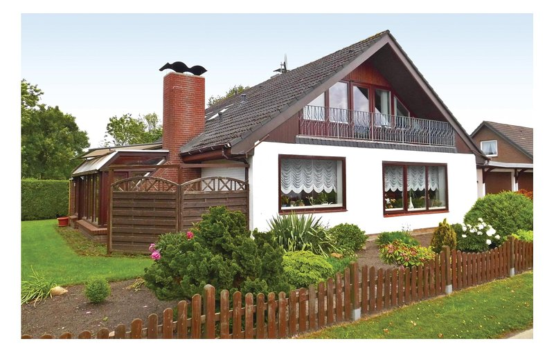 Stunning home in Osterbruch with WiFi and 2 Bedrooms (DNS183), holiday rental in Balje