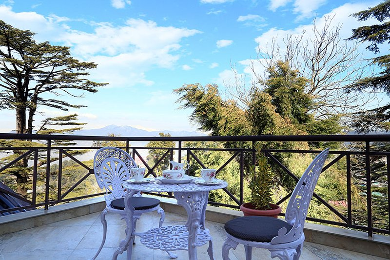 Cottage in the Clouds by Vista Rooms, holiday rental in Mussoorie