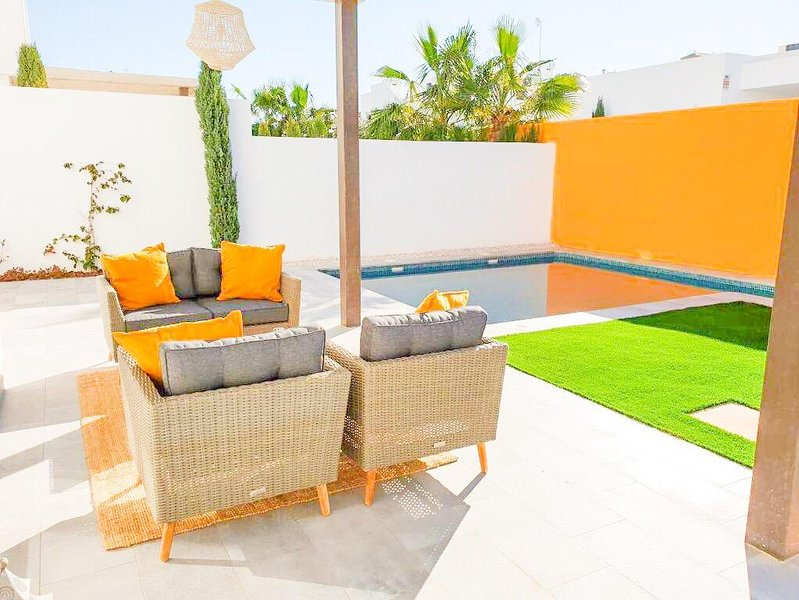 LOvely outdoor private garden, patio and swimming pool