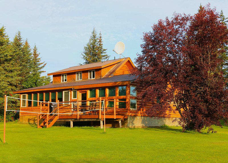 Bear Paw Adventure - Bear Den Vacation Home, holiday rental in Ninilchik