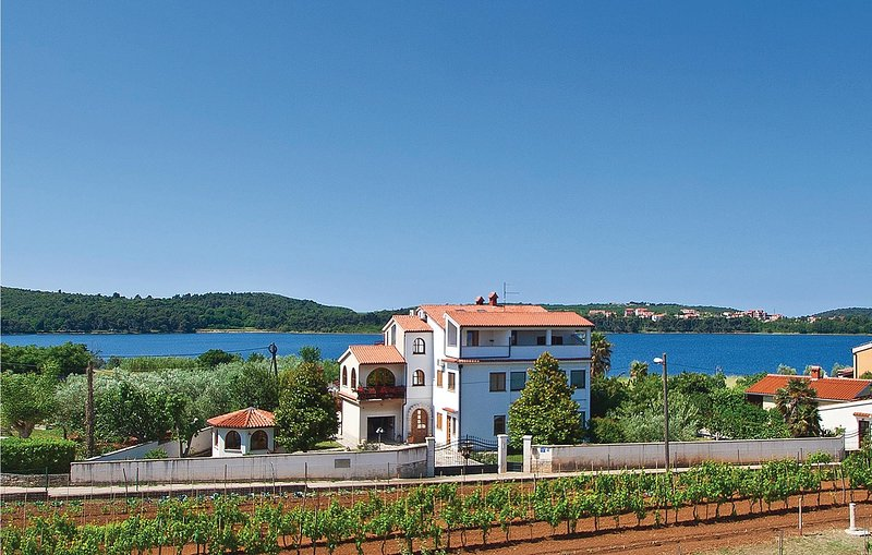 Awesome home in Pula with 2 Bedrooms (CIB238), holiday rental in Pomer