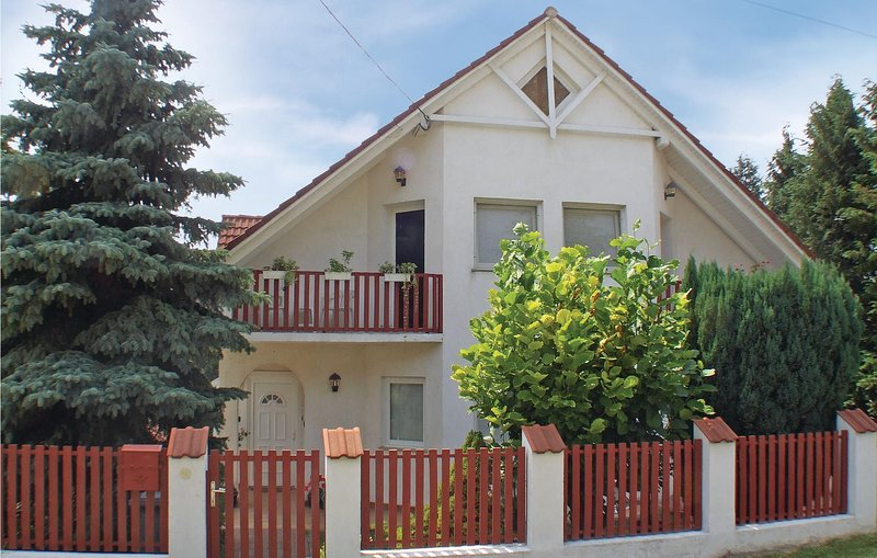 Stunning home in Fonyód w/ WiFi and 4 Bedrooms (UBF626), holiday rental in Buzsak