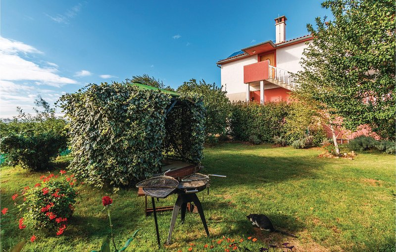 Amazing home in Pula with WiFi and 2 Bedrooms (CIB312), casa vacanza a Pomer