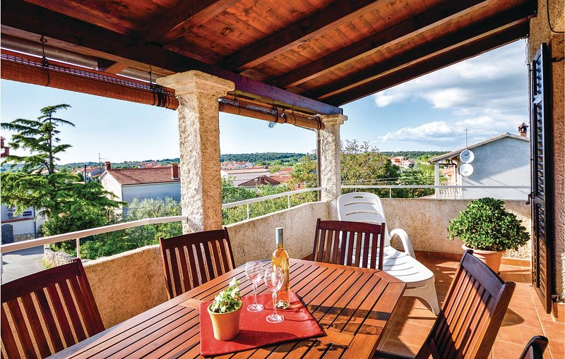 Nice home in Pomer with WiFi and 2 Bedrooms (CIB396), Ferienwohnung in Pomer