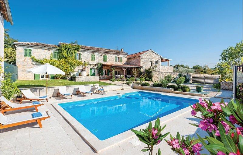 Authentiek vakantiehuis in het hart van Istrië (CIC104), casa vacanza a Tinjan