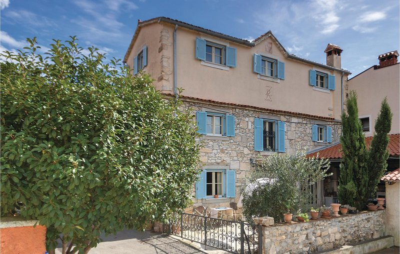 Beautiful home in Pomer with WiFi and 3 Bedrooms (CIB453), holiday rental in Pomer