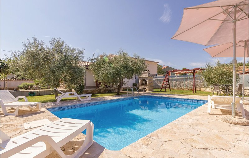 Nice home in Rebici with WiFi and 2 Bedrooms (CIC190), location de vacances à Rebici