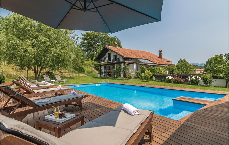 Awesome home in Cerovlje with WiFi and 4 Bedrooms (CIC202), casa vacanza a Cerovlje