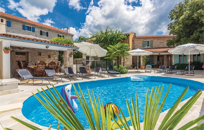 Beautiful home in Burici with WiFi and 5 Bedrooms (CIC277), vacation rental in Smoljanci