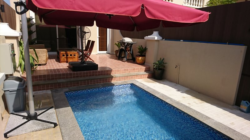 Dar 66 Townhouse 2 BR with Private Pool, holiday rental in Al Jazirat Al Hamra