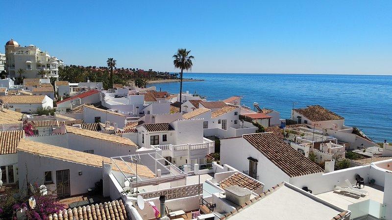 Casa Cachita Estepona - Apartamento en primera línea de playa, vacation rental in Cancelada