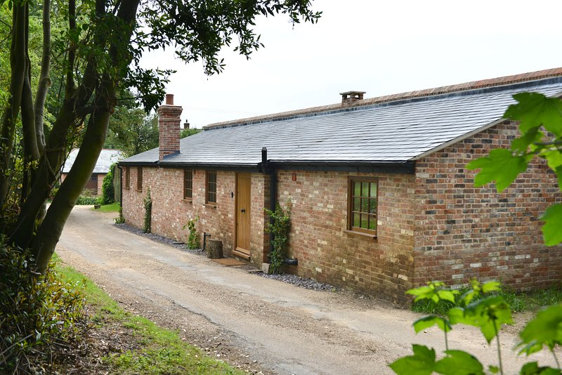 The Bothy, luxury 2 bedroom cottage (sleeps 4), holiday rental in Fittleworth