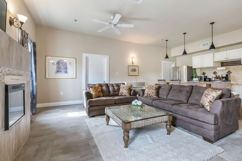 Terrific Brand New 5Bd Spacious Condo In Nola Has Washer And Air Bralicious Painted Fabric Chair Ideas Braliciousco
