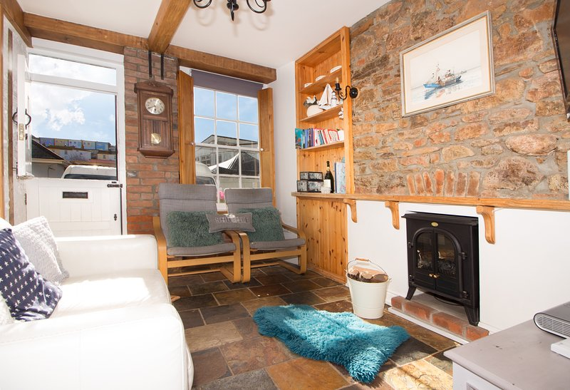 Charming Grade II listed Fisherman's Cottage in Brixham including Parking Permit, location de vacances à Churston Ferrers