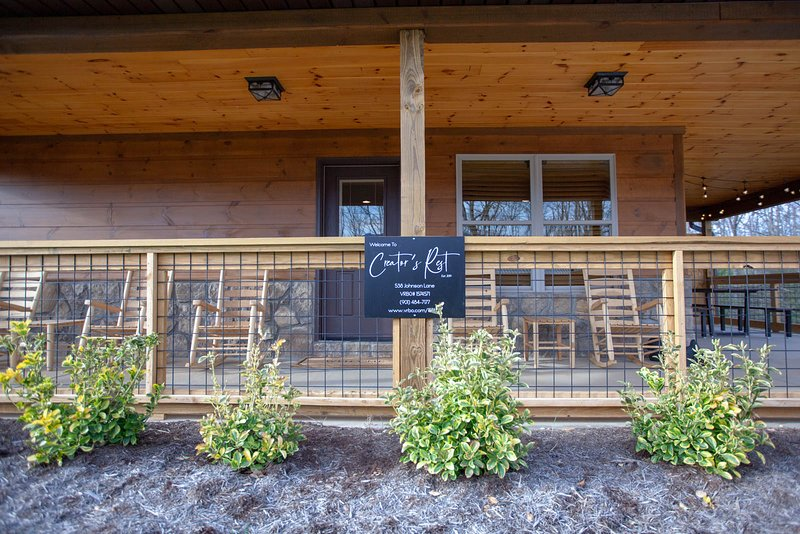 New Cabin in Gatlinburg Has Hot Tub and Housekeeping Included