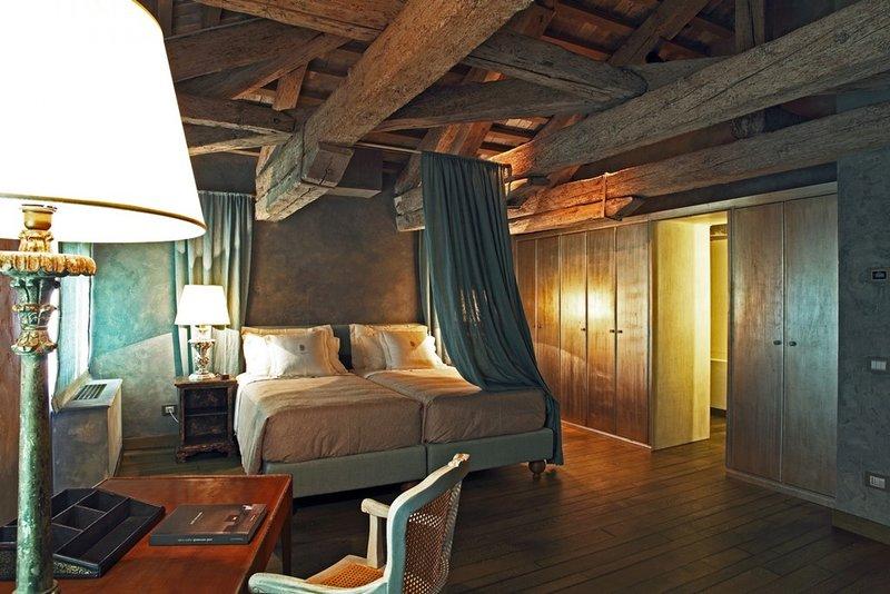 Giada Luxury Bedroom