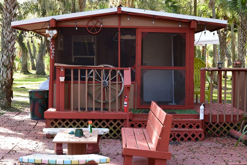 Bunk House Cabin, holiday rental in Okeechobee
