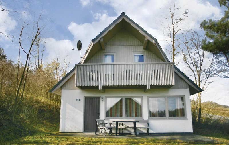 Beautiful home in Kirchheim/Hessen with 3 Bedrooms (DHE143), holiday rental in Schlitz