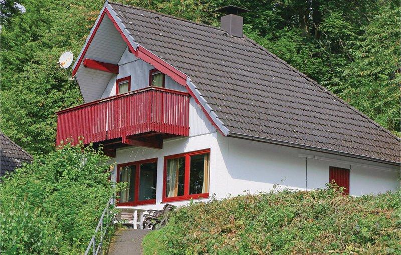 Beautiful home in Kirchheim/Hessen with 3 Bedrooms (DHE144), aluguéis de temporada em Tann