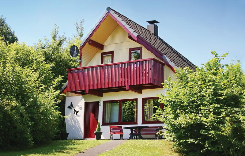 Stunning home in Kirchheim with 3 Bedrooms (DHE164), holiday rental in Schlitz