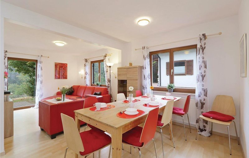 Stunning home in Kirchheim with 5 Bedrooms (DHE169), location de vacances à Neukirchen