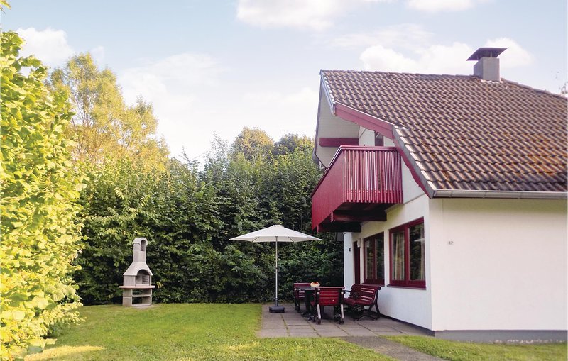 Amazing home in Kirchheim with 3 Bedrooms (DHE157), holiday rental in Schlitz
